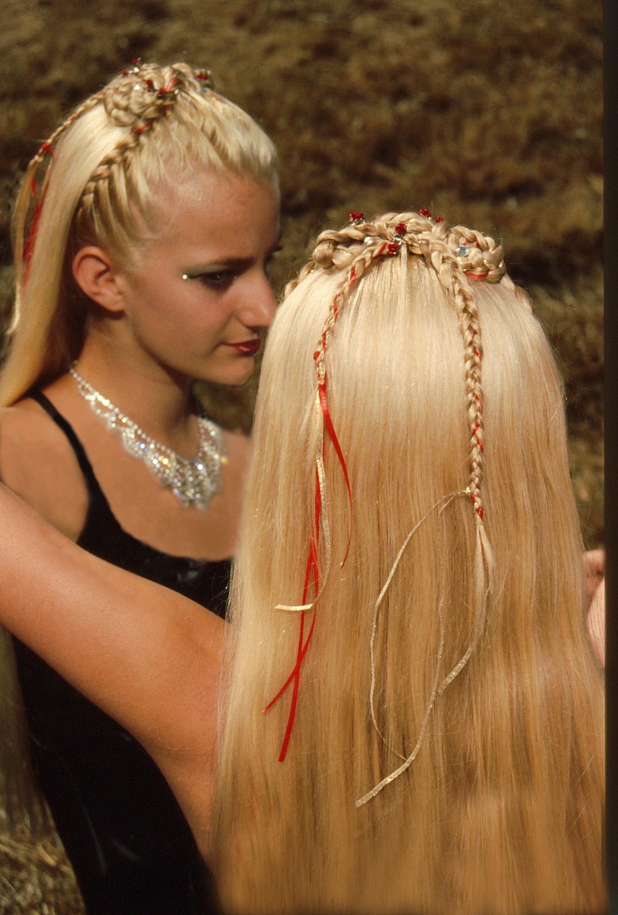 3-strand, french, lace, circle, cascade, ribbon